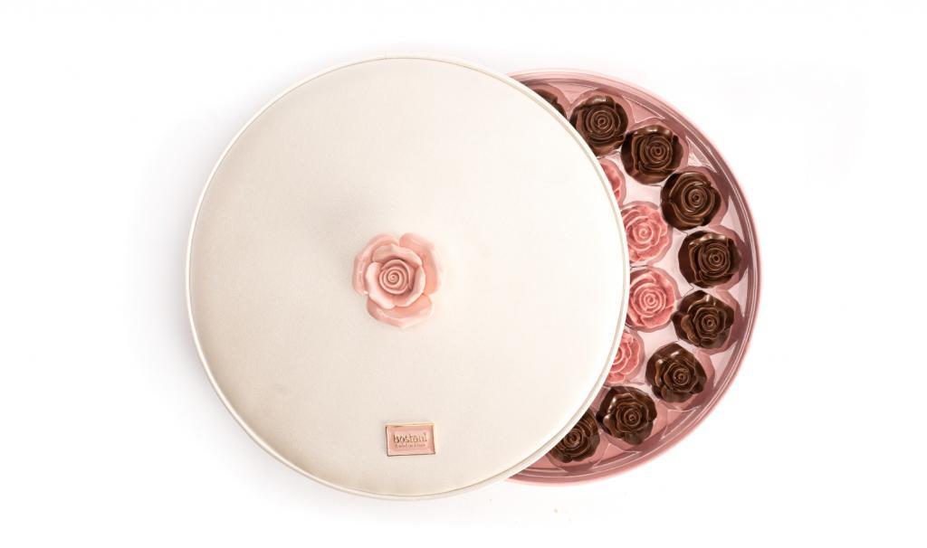 علبة شوكولاتة الوردة كبير